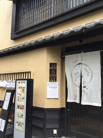 「日本料理 源氏」は、荻窪駅南口から徒歩2分のところにある、落ち着いた雰囲気の一軒家和食料理店です。店内には個室もあります。全国各地から直送で仕入れた新鮮な食材で作る料理が魅力となっています。
