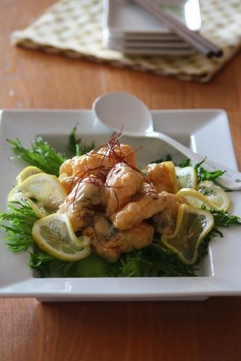 エビマヨならぬ「タラマヨ」のレシピ。プリッとした食感が特徴的なタラを使うので、海老の代わりに使っても大満足の一品に。子どもからがっつり食べたい男性まで、胃袋を掴めること間違いなしです!