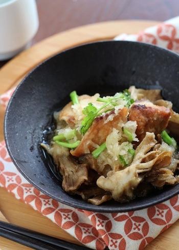 ぶり大根だけでなく、おろし煮も冬におすすめの料理です。こちらのレシピでは、揚げたブリと舞茸を使っています。食感が良く、大根おろしのさっぱり感とマッチして美味しいですよ。