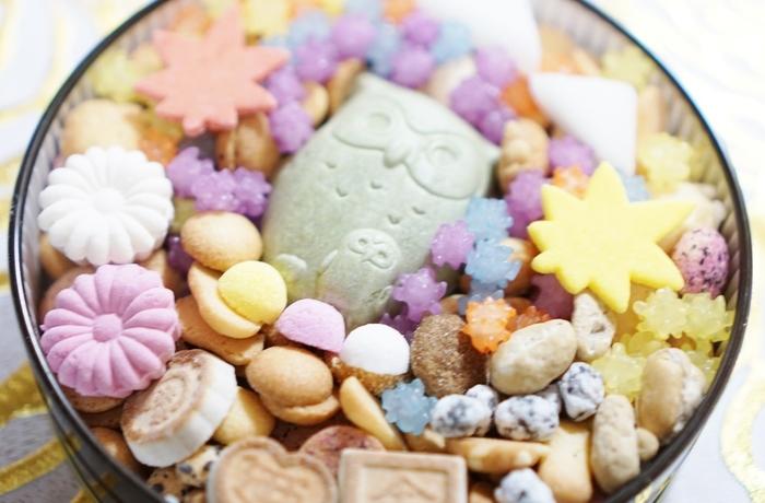 色とりどりの小さなお菓子が入った銀座菊乃屋の冨貴寄。ちょっとしたお礼にも重宝しますし、小腹が減ったときにちょっぴり食べるとほどよい甘味で、お腹も落ち着きます。