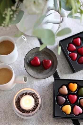 お菓子を被写体として選ぶなら、色のバリエーションが豊かなものを選ぶと写真全体が映えます。