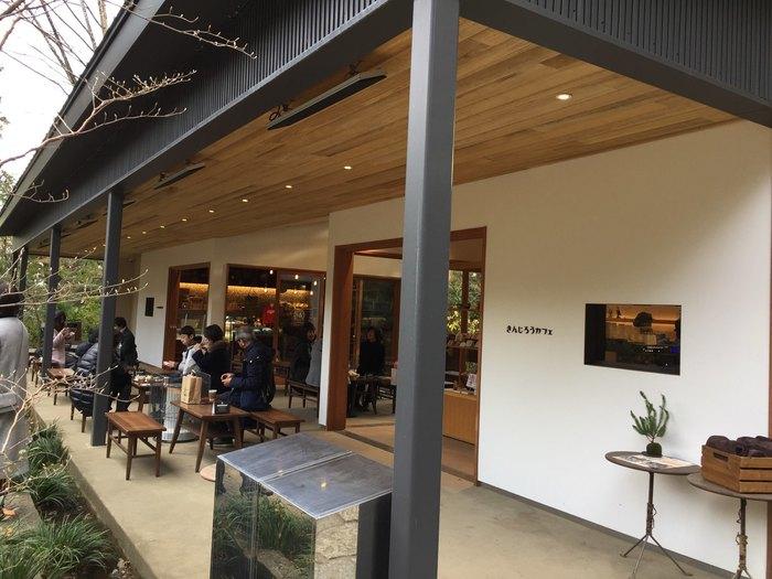 報徳二宮神社の境内にある「きんじろうカフェ」は、二宮尊徳翁(きんじろう)を多くの人に知ってもらうために作られたカフェです。本格的なイタリアンコーヒーや江戸時代にきんじろうが食していた「呉汁(ごじる)」などを味わえます。