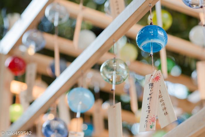 こちらの神社は、毎年7月上旬から9月上旬にかけて開催される「縁むすび風鈴」でも有名です。良縁の願いを風鈴に下げたり、ロマンティックな夜のイベントもあり、夏のお出掛けにもおすすめです。