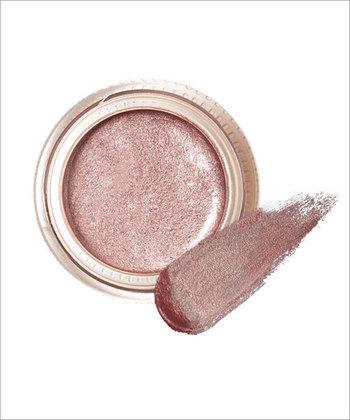 「クリーム」タイプは、肌への密着力が高く、発色がよいのが特徴です。程よいツヤ感で1色で立体感のある目元に仕上がります。こちらも淡い色はアイシャドウ下地としても使用が可能!