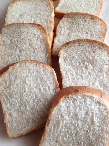 全粒粉を20%使用したシンプルな食パン。クラムチャウダーの味を引き立たせてくれます。自家製酵母で手作りしてみてはいかがでしょうか。