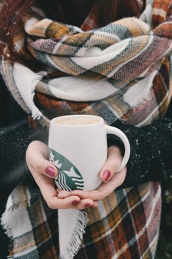 柔らかくてきめ細かな泡と一緒に楽しむカフェラテは、ミルクがたっぷり入ったコーヒーの口あたりも柔らかく、ホッと一息つきたい時のドリンクにぴったり。この季節は特に、あたたかいカフェラテには心まで癒されます。