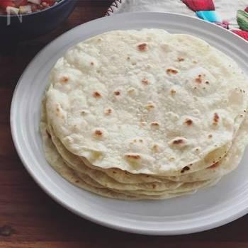 カレーにチャパティーを組み合わせれば、本格的な味に。シンプルな作り方と味なので、どんなカレーにも合いますよ。