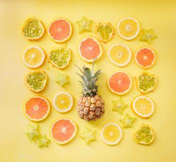 黄色を集めるというテーマに、可愛らしさをプラスしたらこうなりました。丸と星形、さらにピンクグレープフルーツがいいアクセントになっていますね。