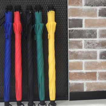 カラフルな色合いの「EuroSCHIRM(ユーロシルム)」の傘たちは、アウトドアでも頼れる丈夫さが売りの傘たちです。台風などの強風でも、しっかりと守ってくれる頼もしさがあります。