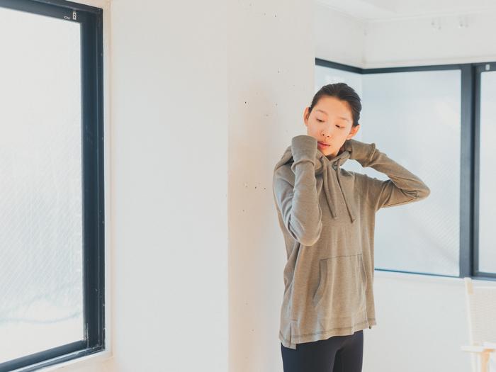 オーガニックコットンのほか、prAnaのウェアで使用している素材はリサイクルポリエステルやリサイクルナイロンなど、社会や環境に配慮したものが中心。肌ざわりも優しく、ワークアウトの後にさらっと着るのにもぴったり。