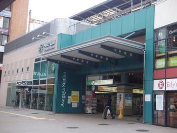 JR中央線で、新宿駅から阿佐ヶ谷駅まで最短で約8分と都心へのアクセスも抜群です。女性が住みやすい街ランキングでも常に上位にランクインしている街で、東京メトロ丸ノ内線の南阿佐ヶ谷駅へも徒歩約10分で行けますよ。