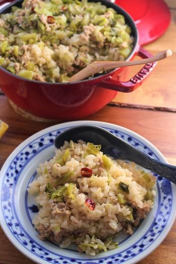 ベーシックな材料だけで作る中華風炊き込みご飯は、おもてなしにも最適。厚手のお鍋で炊き上げて、そのままテーブルにお出ししたら歓声があがりそうです。