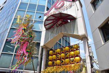 「阿佐ヶ谷パールセンター」は、七夕まつりによって発展したとも言われる商店街。商店街の道は、鎌倉と北関東地域を結ぶ「鎌倉街道」の一部としておよそ800年前に作られたのだそう。ハロウィンやクリスマスなど、さまざまなイベントが開催される商店街です♪