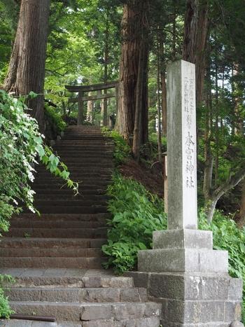 その「日光二荒山神社」の「別宮 本宮神社(ほんぐうじんじゃ)」は、808(大同3)年に創建。古くは、新宮(現在の二荒山神社)や滝尾神社と共に、日光三社と呼ばれていました。