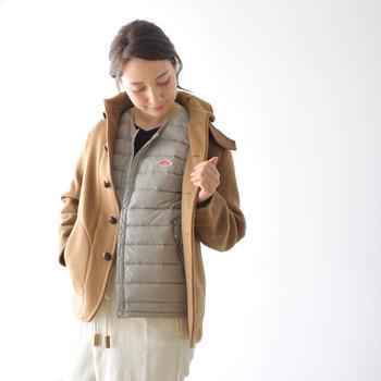 スッキリとしたデザインだから、コートのインナーとしても活躍してくれます。上品な色合いで、重ね着が楽しみになりそうです。