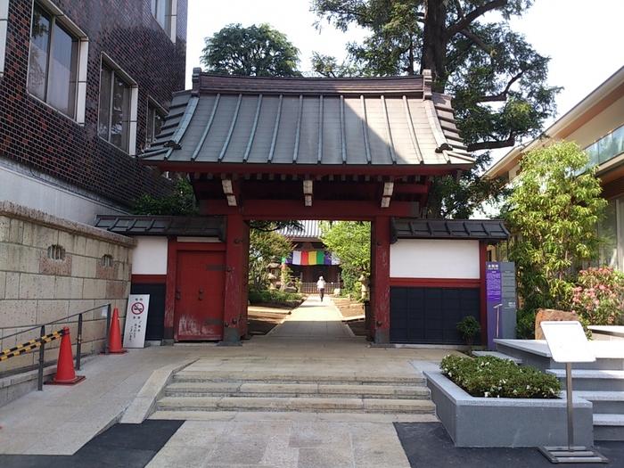 西武池袋線の椎名町駅からすぐ近く、豊島区長崎1丁目にある寺院です。大永2年(1522年)の創建と伝えられている歴史の長いお寺です。門をくぐると喧騒から離れるように不思議と心が落ち着きます。