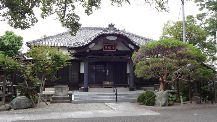 こちらは神奈川県の大磯にある、700年以上の歴史があるお寺です。大磯駅から歩いて5分程度、大磯海岸まで歩いて1分の場所にあります。