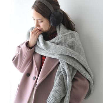 さて、それでは「どの洋服をどんなコーディネートで着たら、防寒対策になり、おしゃれにも見える」のでしょう。  今回は、そんなお悩みに応えられるような、上手な「冬の重ね着」の⽅法をおさえていきたいと思います。