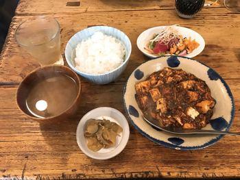 ランチは水曜日と金曜日のみです。メニューには1,000円で選べる「麻婆豆腐ランチ」や「オトノハランチ」など3種類ほどありますよ。麻婆豆腐は辛そうに見えますが、辛すぎることなく食べやすい味付けなのだそう♪