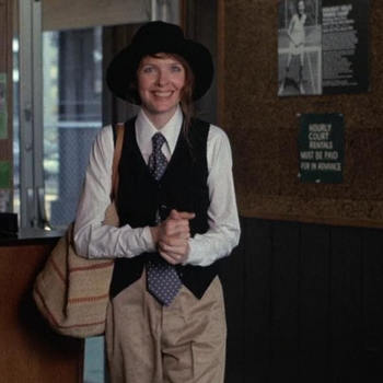 70年代のファッションを知るには映画がおすすめ。70年代のニューヨークが舞台となった、ウディ・アレン監督 の映画『アニー・ホール』で主役をつとめたダイアン・キートンは、70年代を代表するファッションアイコンの一人です。