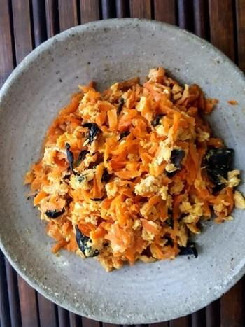 ぷるっとしたキクラゲ、そして、やわらかなニンジンと卵の食感に、やさしい気持ちになりそうな一品。 ツナ缶でしっかりと味がついているので、お弁当のおかずにも良さそう◎