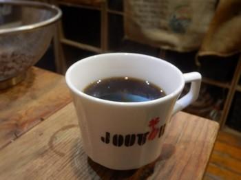 世界中のコーヒー産出国のオーラをまとう店内で頂く1杯♪