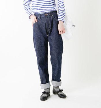 パリにあるセレクトショップ「ANATOMICA(アナトミカ)」。あのマリリンモンローも愛用していたというジーンズのモデルも!こんな深めの股上のデザインなら、洗練されたクラシカルな印象の着こなしが可能なんです。