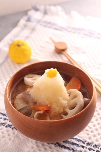 ときにはこんなさっぱりとした豚汁もおすすめ! 柚子風味の大根おろしが、コクのある豚汁をあっさり味に仕立ててくれます。