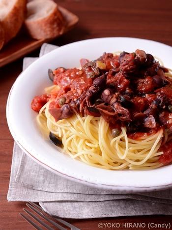 刺激的なトマトソースがおいしいプッタネスカに、ホタルイカを加えたボリューミーなひと皿。残ったパスタソースは、バゲットに付けていただきましょう。