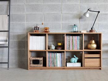 学習デスクや収納棚は、低めの家具で揃えるのがお子さんが片付けしやすくなるポイント。目線に合った家具を使うことで、自分で持ち物を把握、管理しやすくなります。