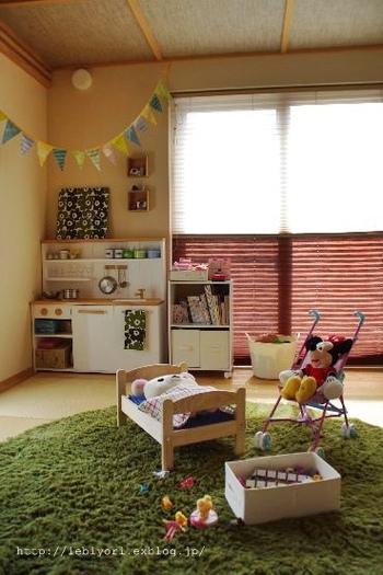 キッチンセットやぬいぐるみ用ベッドなど、おもちゃ兼収納として使える家具を取り入れるのも、お子さんが楽しみながら片づけできるアイデア。どこに何を収納するか、「モノの定位置」を決めておけば散らかりにくくなります。  お子さん自身が「片付けって楽しい、気持ちいい」と思えたら、成長につれモノが増えても自分で整理整頓する習慣が身に付きそうですね。  ぜひあなたも、今日から「お子さんと一緒に整理整頓」始めてみませんか。