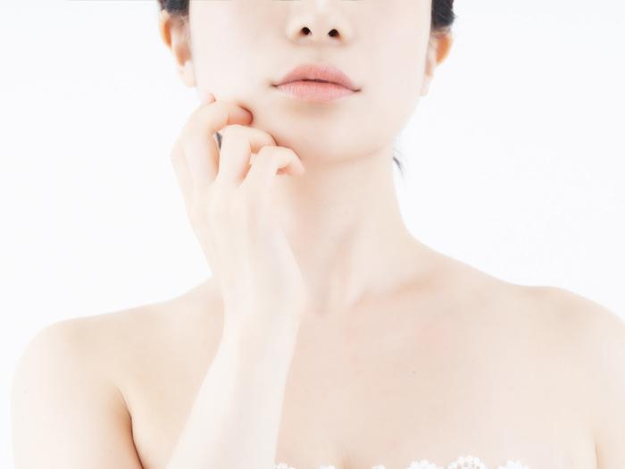 酵素洗顔は頻度が適切でないと、肌がヒリヒリしたり赤みやかゆみが現れることがあります。敏感肌の方は特に注意してください。ヒリヒリしたらすぐに使用を中止し、普段の洗顔に戻し様子をみましょう。それでも治らない場合は皮膚科で相談をしてください。