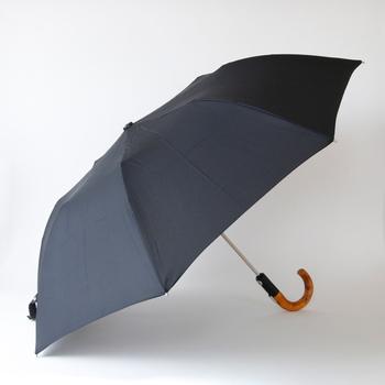 やや大きめの設計で、重厚感がありまるで長傘のようなクラシカルな仕上がり。 お父さんや旦那さん、彼氏さんへのプレゼントにもぴったりです。