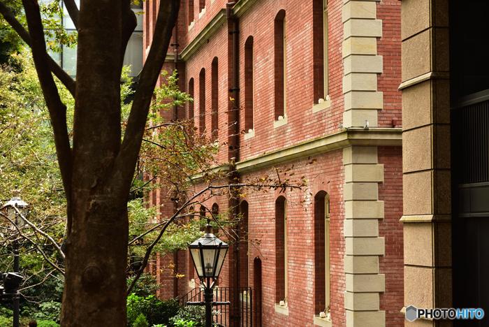 建築も内装も。設えも雰囲気も。旧き良き近代の空間を丸ごと味わいながら、作品を鑑賞するのが「三菱一号館美術館」の楽しみ方です。