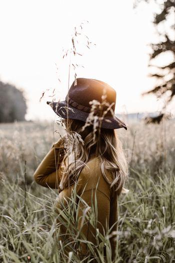 「片付けなきゃと思うほどやる気が出ない」「やるべきことほど先送りしてしまう」という方もいらっしゃいますよね。そんなあなたは「片付けは面倒」あるいは「完璧にしないと」といった考えが、片付ける行動を妨げているのです。 シンプルに「できることをする」「気になるところから」というように、自分に課すハードルを下げてみてはいかがでしょう。