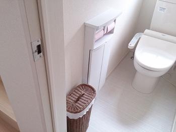 便座のふたやトイレのドアを開け閉めすることで、汚れた気がお部屋の中にも流れてくるというのが風水の考え方。トイレは清潔に使いながら、他のエリアとはしっかり場を切り分けるという習慣をつけるといいですね。