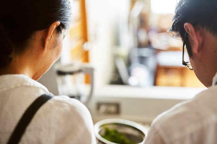いかがでしたか?ふたりで協力して、さらにおいしくできる料理のレシピ。 いつも一緒にいるふたりでも、台所に向かって一緒に過ごす時間は不思議といつもより話が弾んで楽しい、なんて素敵なこともありそうです。 普段は忙しい旦那さんやでも、休みの日など時間があるときはぜひふたりで台所に向かってみてください。 料理の楽しさや相手のいいところなど、新たな魅力にきっと気づけるはずです。