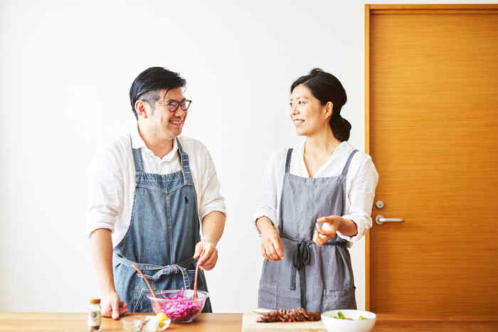 毎日毎日、朝昼晩と献立を考えるのも、作るのも、なかなかにおっくうですよね。 ですが、そんなおっくうなごはん作りも、「大切な人とふたりで一緒に」となるとたちまち楽しい時間になるのはなぜでしょう?  ここではおすすめの和食・洋食・中華エスニック・スイーツと、おせちのレシピをご紹介します。