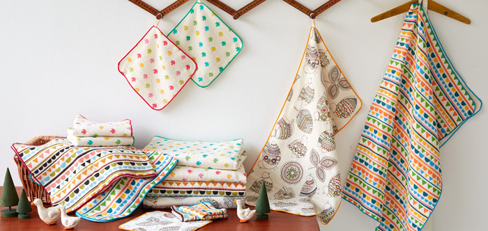 明るく可愛らしいデザインのタオルは安心の日本製。ポップな色合いで、気持ちまで明るくしてくれそうです。