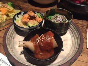 お店のコンセプトは「旬の京野菜を美味しく食べよう」。その言葉通り、常に様々な野菜料理が顔を揃えています。