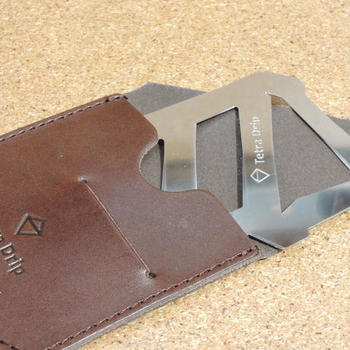 パーツが分解できるから、しまう時はカードのようにペタンコに!組み立て式になっているんです。
