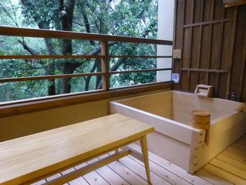 さらに温泉ではないものの、全室に客室露天風呂も。2室だけしかない特別室には、天然温泉の客室露天風呂が設置されています。
