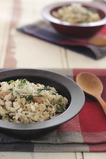 「今日はタンパク質が少なめだったな」という日は、ちりめんじゃこ、ひじき、野菜を加えた「胚芽米ピラフ」はいかがでしょう。  ちなみに「胚芽米」はぬか層(白米の周りの皮の部分)が取り除いてあるので、浸水時間も比較的短く、「玄米」よりも調理時間を短縮できます。