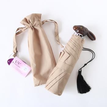 晴雨兼用傘なので、常にバッグに忍ばせておくのも便利。 さりげないタッセルがおしゃれです。 ベージュ、カーキ、紺などシックな色合いの5色で、メンズライクなコーディネートの女子にもおすすめです。