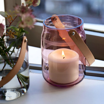 レザーハンドルがついている「Lantern(ランタン)」や、小さなキャンドルをセットできる「Tealight Holder(ティーライト ホルダー)」を楽しめるのはグラスシリーズだけ。