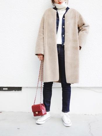 白タートル+ムートンと膨張して見えやすい配色のときこそデニムジャケットの出番!程よいコントラストが生まれるのでメリハリが出ます。