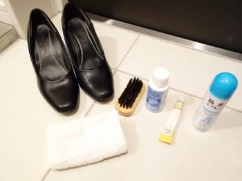 靴のお手入れをするときは、かかとのすり減りや革のはがれなどにも注意します。靴のかかとがすり減っているのはみっともないものです。修理が必要なものはリペアショップに持っていけるよう、まとめておきましょう。