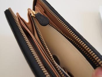 お財布はとくに毎日、きちんと確認するようにしないとすぐにぱんぱんのみっともないものになってしまいます。つい作ってしまったポイントカードなども、日常的に使わないものはお財布から抜いてしまいましょう。