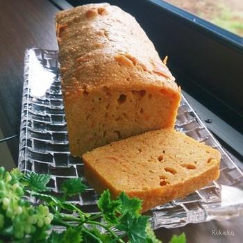 こちらは、バターナッツかぼちゃを使ったパウンドケーキです。  マッシュして使うので、皮つきのままでも作ることができます。ジンジャーやシナモンなどのスパイスと相性抜群なので、ぜひ作ってみてくださいね。