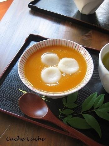 和風スイーツでおいしくいただけます。  豆腐で作った白玉との相性ぴったり。なめらかな食感で、癒しのおやつタイムになりますよ。